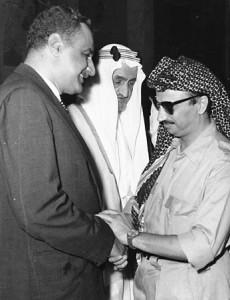 GAMAL ABDEL NASSER (links; hier mit König Feisal von Saudi-Arabien und PLO-Führer Jassir Arafat) verordnete Ägypten eins die volle Autarkie. Foto: Al Ahram