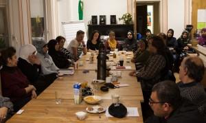 Diskussionsrunde im Mehrgenerationenhaus. Foto: rsp