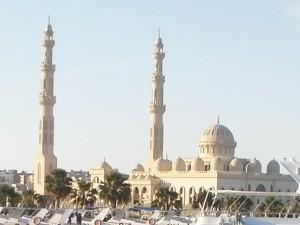 Moschee gegen Justizpalast: In Ägypten ist das eine Auseinandersetzung mit Tradition. Foto: psk