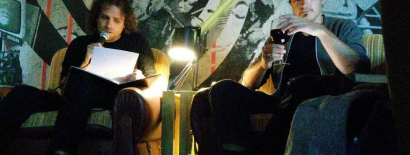 Marc Bensch und Christian Ignatzi bei der Buchpremiere von »Die unverhoffte Genesung der Schildkröte« im Schlampazius